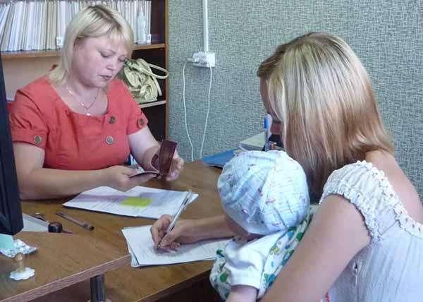 Льготы и гарантии одиноким мамам