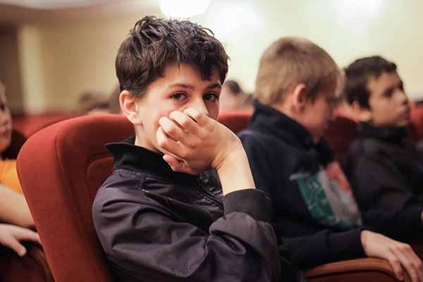 Выплаты сиротам и детям без попечения родителей при поступлении их в колледжи (техникумы), ВУЗы и при трудоустройстве в г. Москва