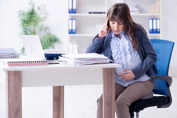 Что делать, когда работодатель нарушает трудовые права беременной