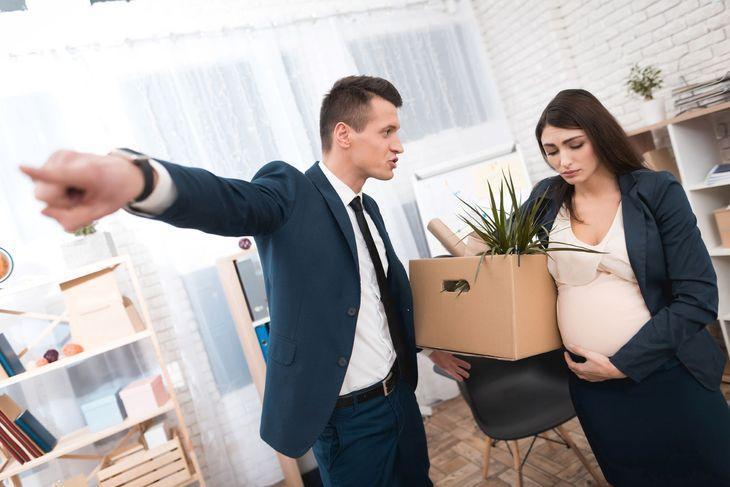 Дискриминация беременной женщины на работе