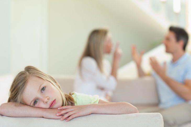 Ребенок грустит, когда ссорятся родители